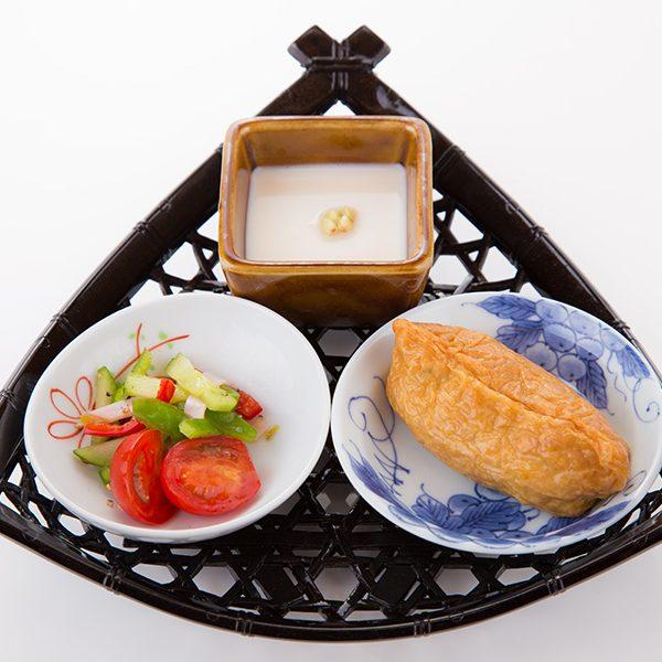 前菜三品(蕎麦豆腐・蕎麦稲荷・季節の一品)